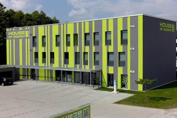Energiatermelő passzívház! Kaufbeuren városában épült meg az első multifunkcionális Passivhaus Premium épület